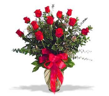 çiçek siparisi 11 adet kirmizi gül cam vazo  Giresun çiçek yolla