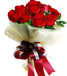 9 adet kırmızı gülden buket tanzimi  Giresun uluslararası çiçek gönderme