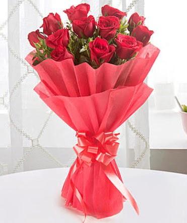 12 adet kırmızı gülden modern buket  Giresun 14 şubat sevgililer günü çiçek