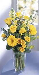 Giresun çiçek yolla  sari güller ve gerbera cam yada mika vazo
