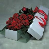 Giresun çiçek yolla  11 adet gülden kutu
