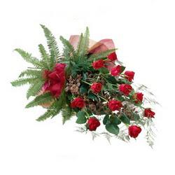 Giresun çiçek yolla  10 adet kirmizi gül özel buket çiçek siparisi