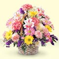 Giresun çiçek satışı  sepet içerisinde gül ve mevsim