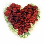 kalp biçiminde 15 gülden   Giresun internetten çiçek siparişi