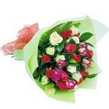 12 adet renkli gül buketi   Giresun uluslararası çiçek gönderme