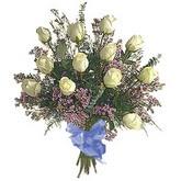 bir düzine beyaz gül buketi   Giresun uluslararası çiçek gönderme