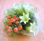 Giresun 14 şubat sevgililer günü çiçek  lilyum ve 7 adet gül buket
