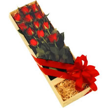 kutuda 12 adet kirmizi gül   Giresun 14 şubat sevgililer günü çiçek