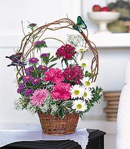 Giresun çiçekçi telefonları  sepet içerisinde karanfil gerbera ve kir çiçekleri