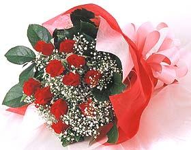 12 adet kirmizi gül buketi  Giresun çiçek gönderme