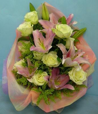 11 adet gül ve 2 adet kazablanka buketi  Giresun online çiçekçi , çiçek siparişi
