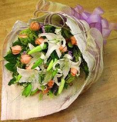 Giresun online çiçekçi , çiçek siparişi  11 ADET GÜL VE 1 ADET KAZABLANKA