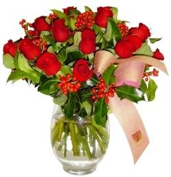 Giresun güvenli kaliteli hızlı çiçek  11 adet kirmizi gül  cam aranjman halinde