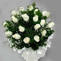 Giresun kaliteli taze ve ucuz çiçekler  11 adet beyaz gül buketi ve bembeyaz amnbalaj