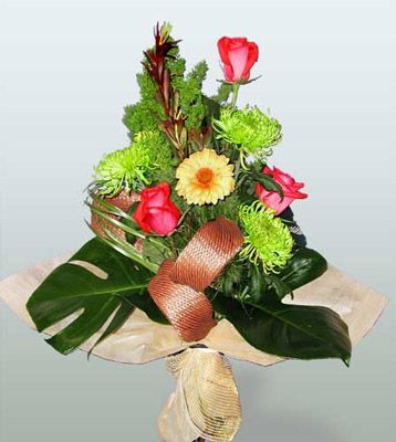 Giresun çiçek mağazası , çiçekçi adresleri  3 adet gül 4 adet gerbera çiçegi sade buket