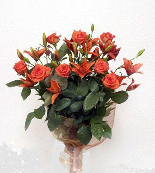 9 adet gül ve 3 adet lilyum çiçegi buketi   Giresun çiçek gönderme