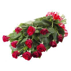 11 adet kirmizi gül buketi  Giresun çiçek siparişi vermek