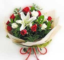 güller ve kazablanklardan görsel bir buket  Giresun online çiçekçi , çiçek siparişi