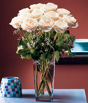 Giresun hediye çiçek yolla  Cam yada mika vazo içerisinde 12 gül