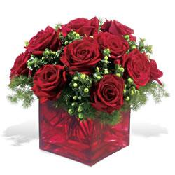 Giresun 14 şubat sevgililer günü çiçek  9 adet kirmizi gül cam yada mika vazoda