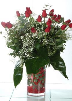 Giresun internetten çiçek siparişi  11 adet kirmizi gül ve cam yada mika vazo tanzim