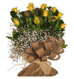 Giresun 14 şubat sevgililer günü çiçek  9 adet sari gül buketi