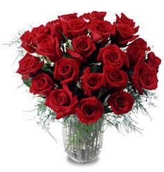 Giresun uluslararası çiçek gönderme  11 adet kirmizi gül cam yada mika vazo içerisinde