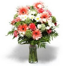 Giresun çiçek yolla , çiçek gönder , çiçekçi   cam yada mika vazo içerisinde karisik demet çiçegi