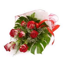 Çiçek gönder 9 adet kirmizi gül buketi  Giresun çiçek gönderme sitemiz güvenlidir