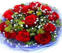 9 adet kirmizi güllerden buket  Giresun hediye sevgilime hediye çiçek
