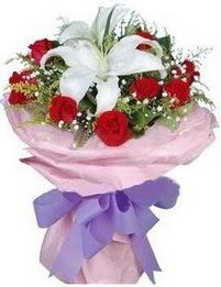 9 adet kirmizi gül 1 adet kazablanka buketi  Giresun güvenli kaliteli hızlı çiçek
