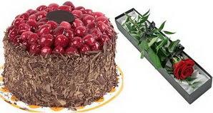 1 adet yas pasta ve 1 adet kutu gül  Giresun çiçek satışı