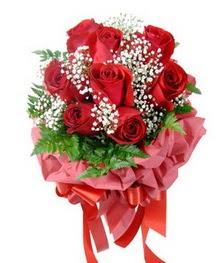 9 adet en kaliteli gülden kirmizi buket  Giresun çiçek siparişi sitesi