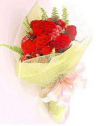 9 adet kirmizi gül buketi  Giresun çiçek gönderme