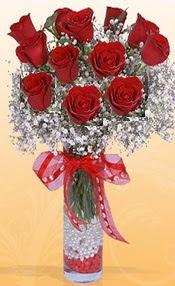 10 adet kirmizi gülden vazo tanzimi  Giresun yurtiçi ve yurtdışı çiçek siparişi