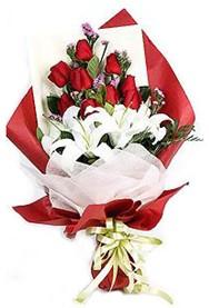 Giresun kaliteli taze ve ucuz çiçekler  9 adet gül 2 adet kazablanka buketi