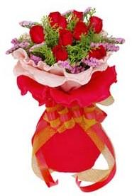 Giresun çiçekçi telefonları  8 Adet kirmizi güllerden buket tanzimi