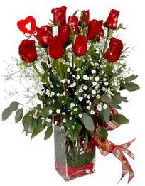 Giresun çiçek gönderme sitemiz güvenlidir  9 adet mika yada cam vazoda gül tanzimi kalp çubuk