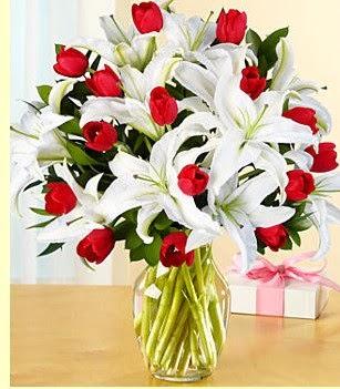 Giresun yurtiçi ve yurtdışı çiçek siparişi  3 kazablanka 10 kırmızı gül vazosu