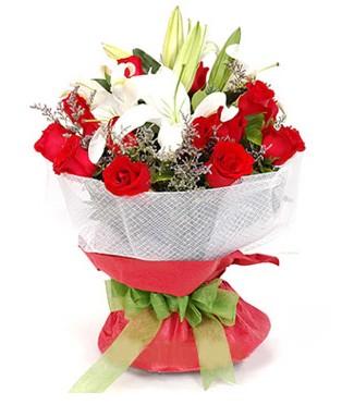 Giresun kaliteli taze ve ucuz çiçekler  1 dal kazablanka 11 adet kırmızı gül buketi