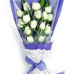 Giresun güvenli kaliteli hızlı çiçek  11 adet beyaz gül buket modeli