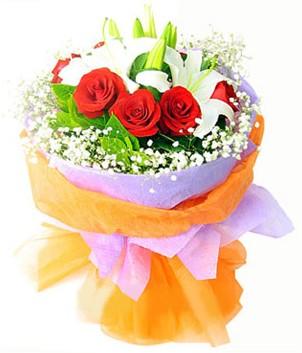 Giresun uluslararası çiçek gönderme  1 dal kazablanka 7 adet kırmızı gül buketi