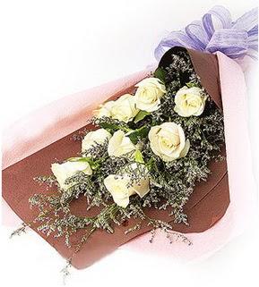 Giresun çiçek gönderme  9 adet beyaz gülden görsel buket çiçeği