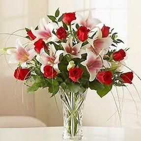 Giresun internetten çiçek satışı  12 adet kırmızı gül 1 dal kazablanka çiçeği