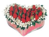 Giresun hediye sevgilime hediye çiçek  mika kalpte kirmizi güller 9