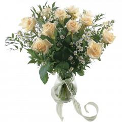 Vazoda 8 adet beyaz gül  Giresun çiçek , çiçekçi , çiçekçilik