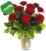 11 adet vazo içerisinde kırmızı gül  Giresun çiçek yolla