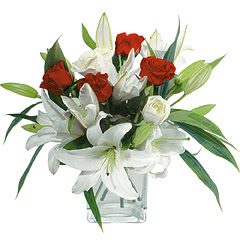 vazo içerisinde 4 gül 1 adet kazablanka  Giresun çiçek yolla