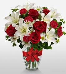 Eşsiz vazo tanzimi güller kazablankalar  Giresun çiçek yolla
