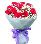12 adet kırmızı gül ve beyaz kır çiçekleri  Giresun güvenli kaliteli hızlı çiçek